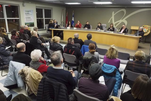 Les citoyens de Bromont se sont présentés nombreux... (Photo Alain Dion)