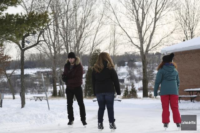 Les sentiers glacés aménagés près du pavillon Roger-Bédard,... (Julie Catudal, La Voix de l'Est)