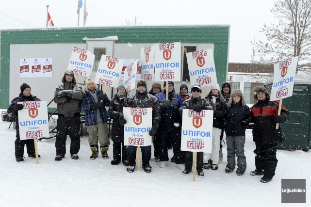 La grève des 16 employés municipaux de Saint-Ambroise... (Archives Le Quotidien, Jeannot Lévesque)