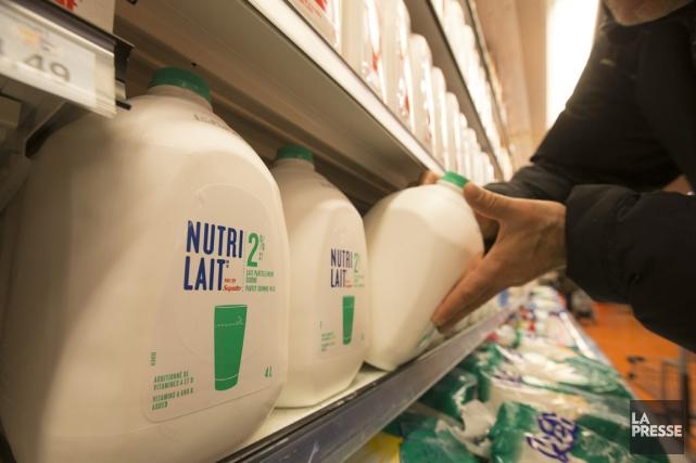 Le nouveau cruchon de plastique de 4litres Nutrilait... (Photo IVANOH DEMERS, LA PRESSE)