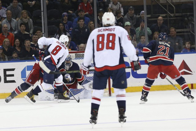 Alex Ovechkin a marqué le but gagnant contre les... (Photo Mary Altaffer, AP)