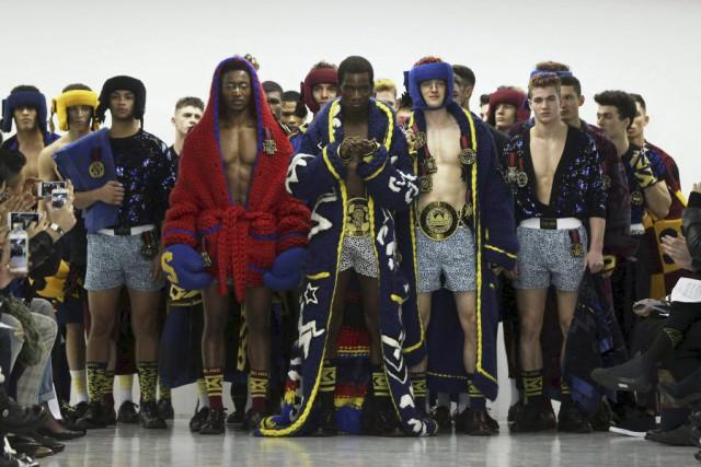 Les mannequins du défilé des créateurs de la... (Photo NEIL HALL, Reuters)