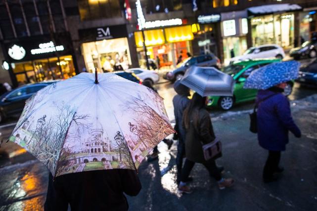 La pluie qui tombe sur plusieurs régions du... (PHOTO EDOUARD PLANTE-FRÉCHETTE, LA PRESSE)