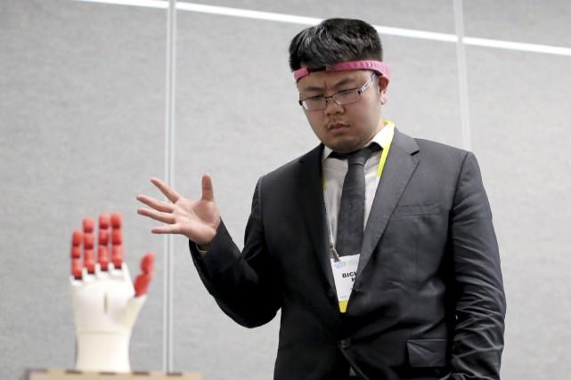 BrainCo a présenté son serre-tête «Mind Control», qui... (AFP, David McNew)