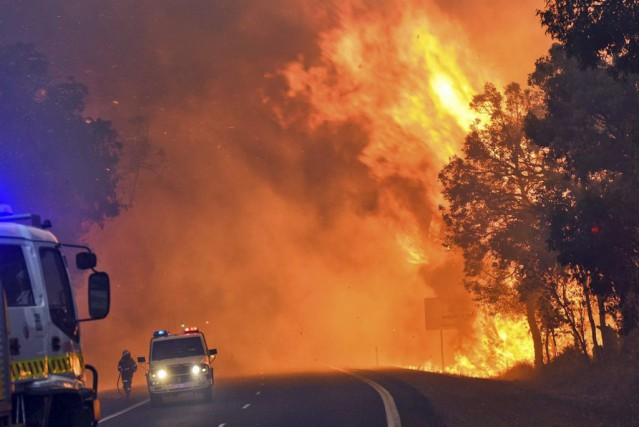 Le sinistre a dévasté environ 71 000 hectares dans l'État... (PHOTO AFP/FIRE AND EMERGENCY SERVICES)