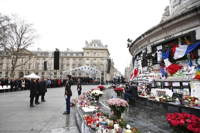 La place, surveillée par des tireurs sur les... (AFP, Yoan Valat)