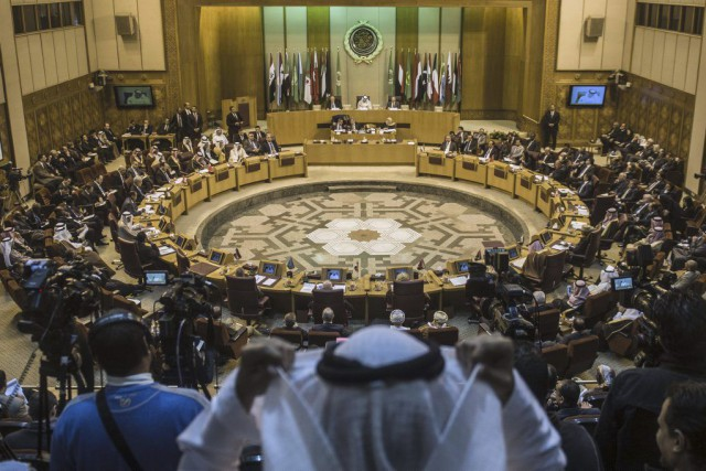 Les chefs de la diplomatie des pays de... (PHOTO KHALED DESOUKI, AFP)