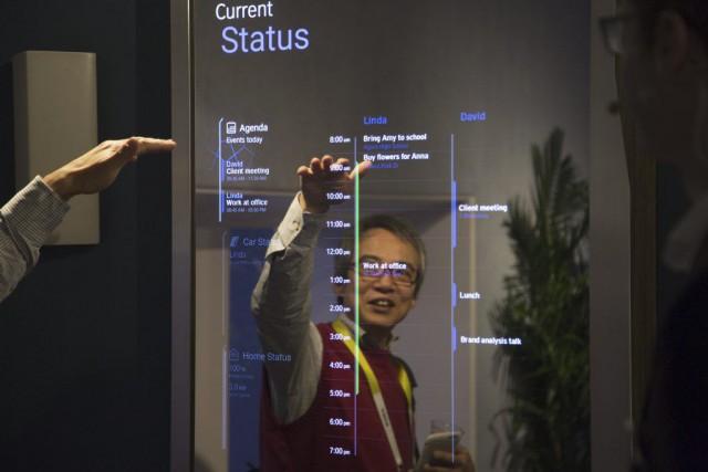 BMW a montré comment sa nouvelle plateforme Open... (PHOTO DAVID MCNEW, AFP)