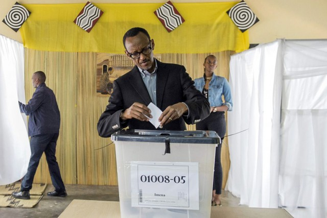 Le président rwandais Paul Kagame tente de faire... (Archives, Associated Press)