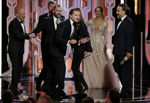 The Revenant et Leonardo DiCaprio ont raflé trois... (The Associated Press)