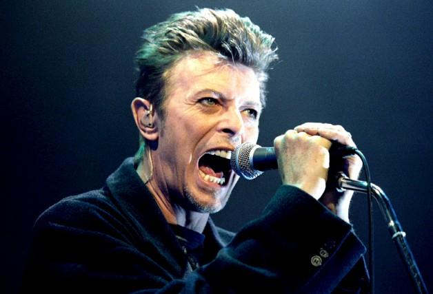 David Bowie, en 1996.... (PHOTO LEONHARD FOEGER, ARCHIVES REUTERS)