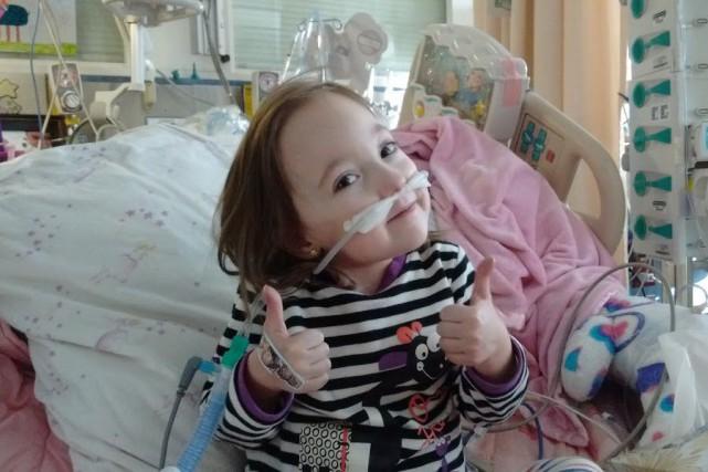 Hospitalisée aux soins intensifs de l'Hôpital Sainte-Justine depuis... (Photo Facebook)