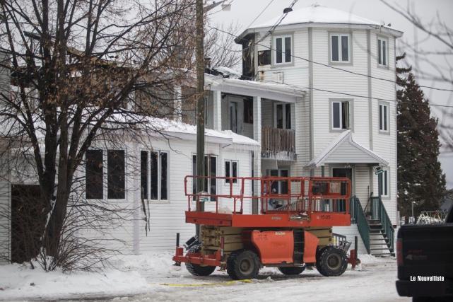 Un début d'incendie a endommagé une partie d'une résidence cossue située au... (Olivier Croteau, Le Nouvelliste)