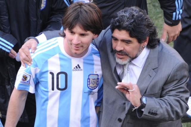 Diego Maradona et Lionel Messi lors de la... (ARCHIVES AFP)
