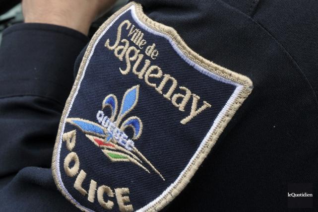 Le policier a soumis l'individu à l'ivressomètre.... (Archives Le Quotidien, Rocket Lavoie)