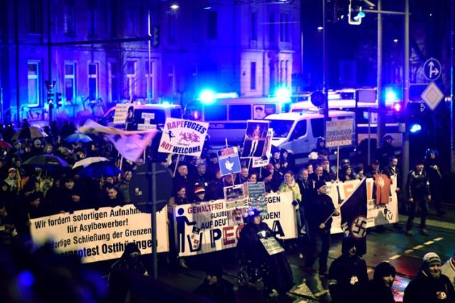 Plusieurs milliers de manifestants se sont rassemblés lundi... (PHOTO AFP)