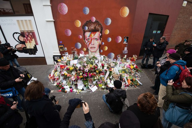 L'artiste de rue australian James Cochran, a peint... (PHOTO AFP)