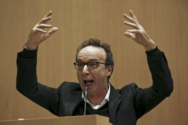 L'acteur Roberto Benigni gesticule lors de sa présentation... (PHOTO REUTERS)