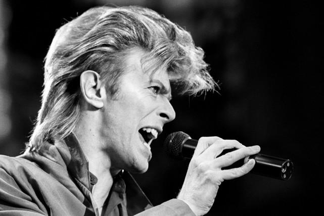 Venu chanter sur une télévision britannique en 1972, la toute nouvelle star du... (PHOTO ARCHIVES AP)