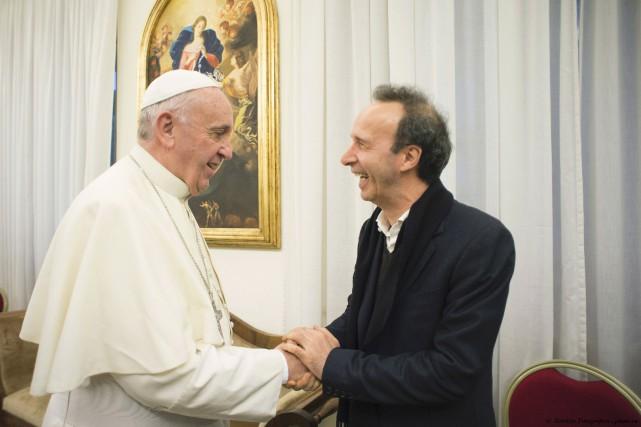 Le livre d'entretiens du pape François, qui paraît... (AFP)