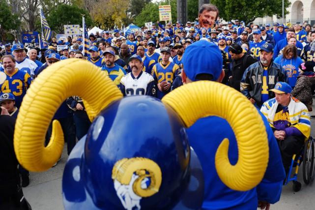 Des partisans des Rams ont organisé samedi un... (PHOTO AP)