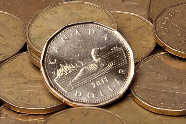 Le dollar canadien s'est déprécié mardi de 0,17¢US,... (La Presse Canadienne, Jonathan Hayward)