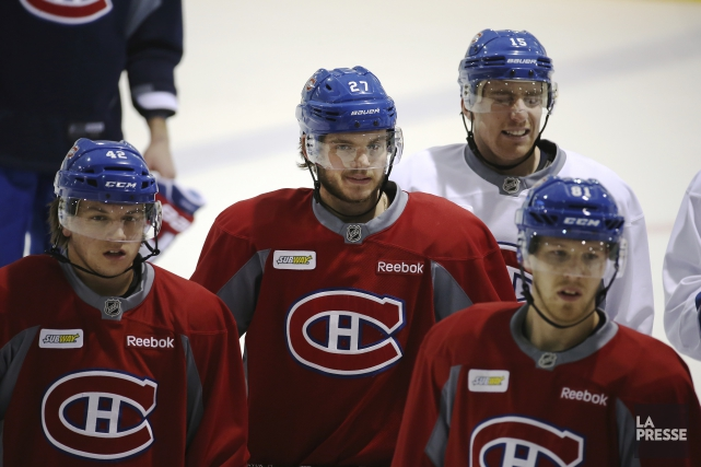 Alex Galchenyuk (au centre) s'est entraîné avec ses... (La Presse, Martin Chamberland)
