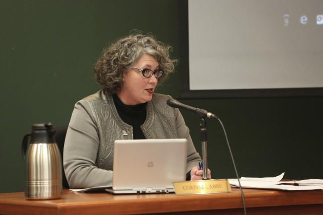 La mairesse suppléante Corinne Labbé s'est montrée incisive... (photo Julie Catudal)