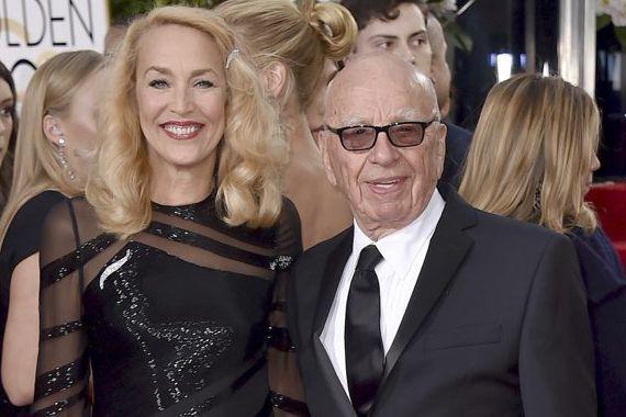 Rupert Murdock et Jerry Hall se sont fiancés... (Archives, Associated Press)