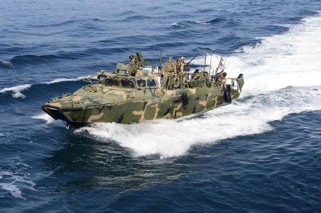 C'est un navire militaire américain similiaire à celui-ci... (AP)