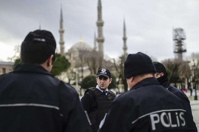 Selon les autorités, l'attaque a été perpétrée par... (PHOTO BULENT KILIC, AFP)