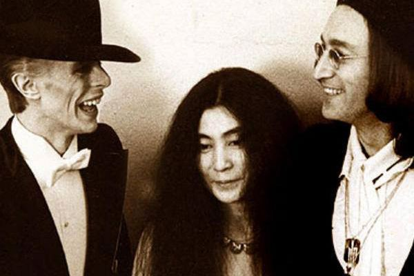 Photo modifiée avec David Bowie, Yoko Ono et... (PHOTO TIRÉE D'INTERNET)