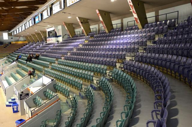 Les quelque 4000 sièges du Colisée de Rimouski,... (Collaboration spéciale, Johanne Fournier)