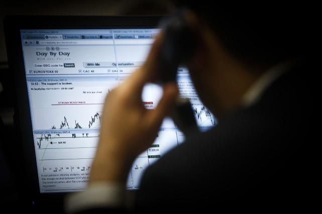 De plus en plus d'investisseurs se tournent vers les sociétés de courtage à... (Photo archives AFP)