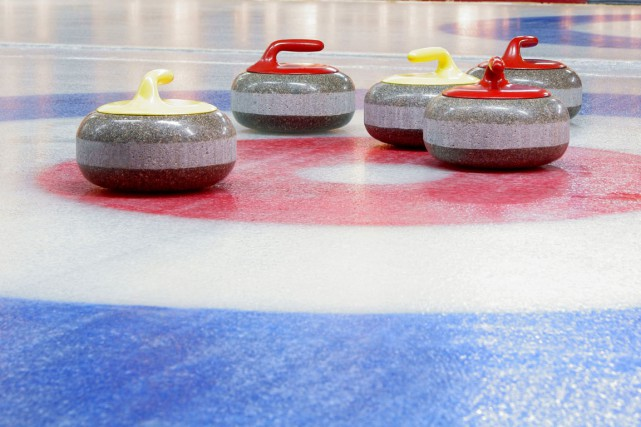 En fin de semaine dernière se tenait, au club de curling Trois-Rivières, un... (123RF, Denis Demidenko)