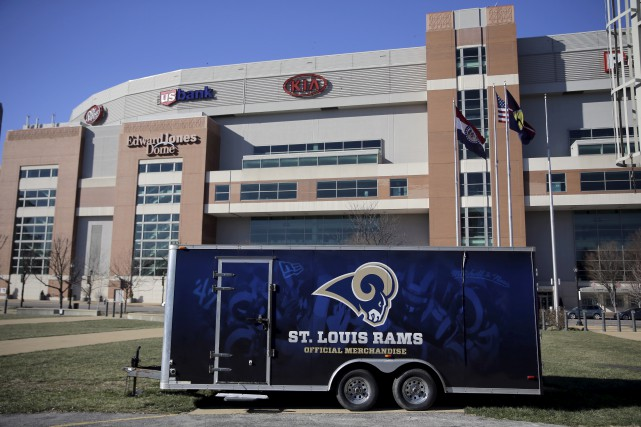 Les Rams joueront en Californie dès la saison... (AP, Jeff Roberson)