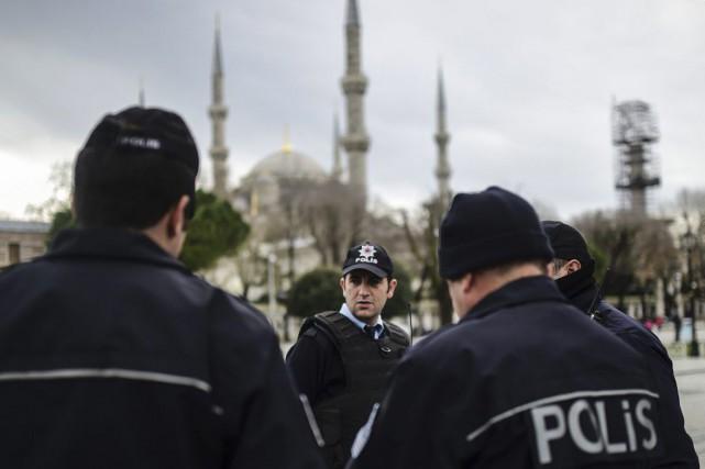 Selon les autorités, l'attaque a été perpétrée par... (Bulent Kilic, AFP)