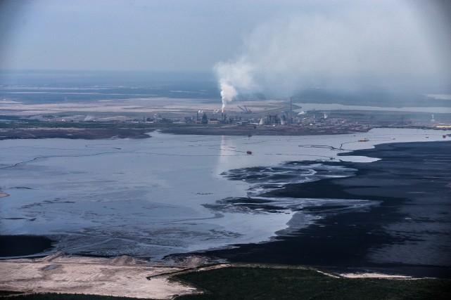 La crise que traverse l'industrie pétrolière canadienne affecte... (PHOTO OLIVIER PONTBRIAND,archives la presse)