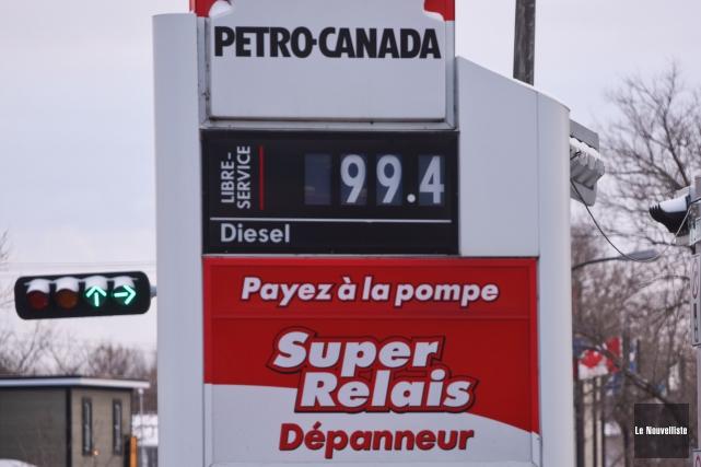 Les automobilistes sont certainement heureux de constater que le prix du litre... (Photo: François Gervais Le Nouvelliste)