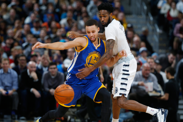 Les Warriors de Golden State se sont inclinés... (Photo David Zalubowski, AP)