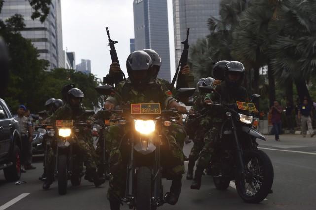 Des policiers ont été déployés à la suite... (Agence France-Presse, Bay Ismoyo)