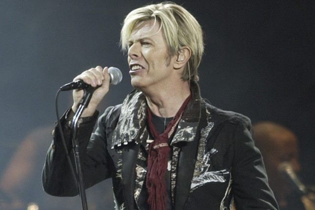 David Bowie sur scène en 2003, au Madison... (PHOTO KATHY WILLENS, ARCHIVES AP)