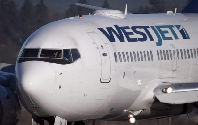 WestJet a commencé à charger 25 $ pour... (La Presse Canadienne, Darryl Dyck)