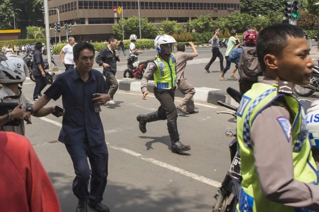 Des attentats suicides revendiqués par l'EI ont semé... (Photo AP)