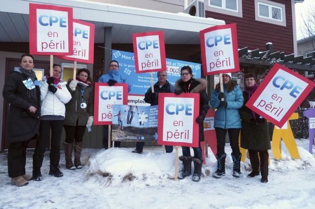 Hier, les employés du CPE Le Grand Chapiteau... (Photo Alain Dion)