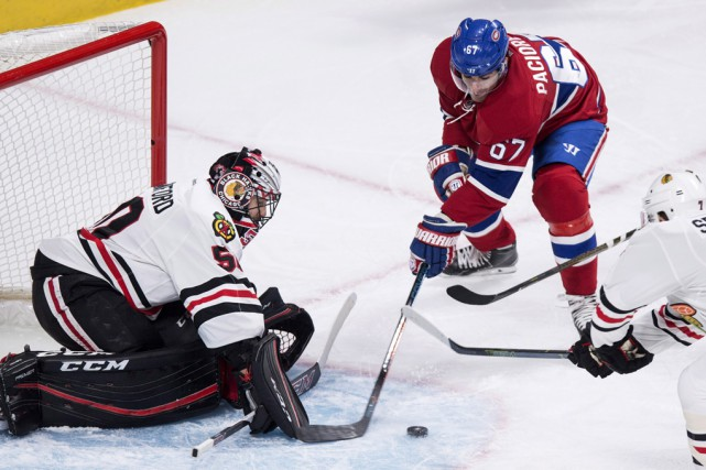 Max Pacioretyy échappe la rondelle alors qu'il tente... (Paul Chiasson, La Presse Canadienne)