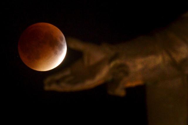 La Chine va lancer une mission visant à se poser sur la face cachée de la Lune... (PHOTO YAN DOUBLET, ARCHIVES LE SOLEIL)