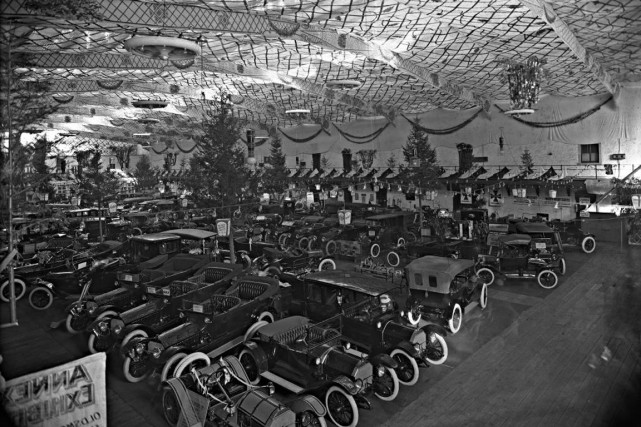 Le Salon international de l'auto de Montréal se... (PHOTO FOURNIE PAR LE MUSÉE MCCORD)