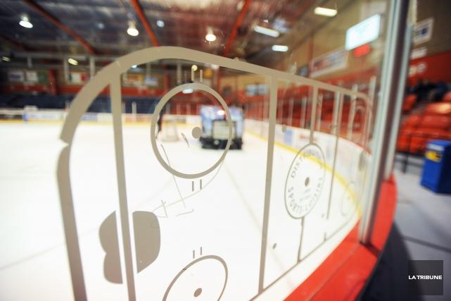 L'Association du hockey mineur de Magog a tranché et le hockeyeur midget A qui... (Archives La Tribune, Julien Chamberland)