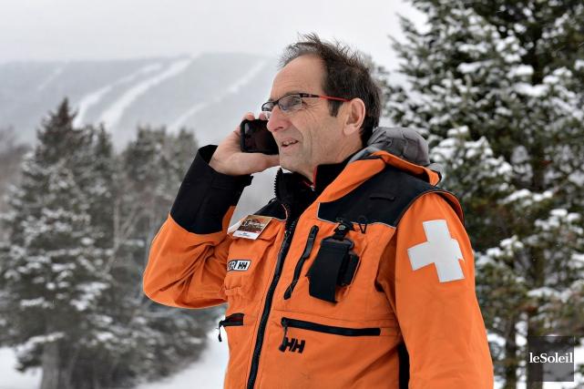 Réal Côté est patrouilleur au Mont-Sainte-Anne.... (Le Soleil, Patrice Laroche)